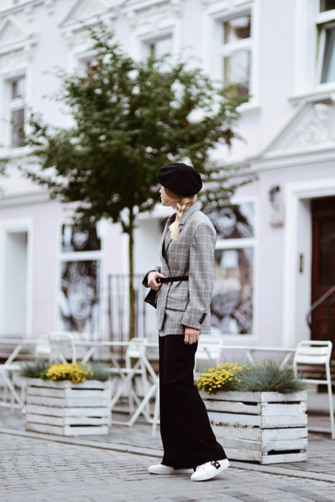 palazzo-pants-checked-jacket-outfit-street-style