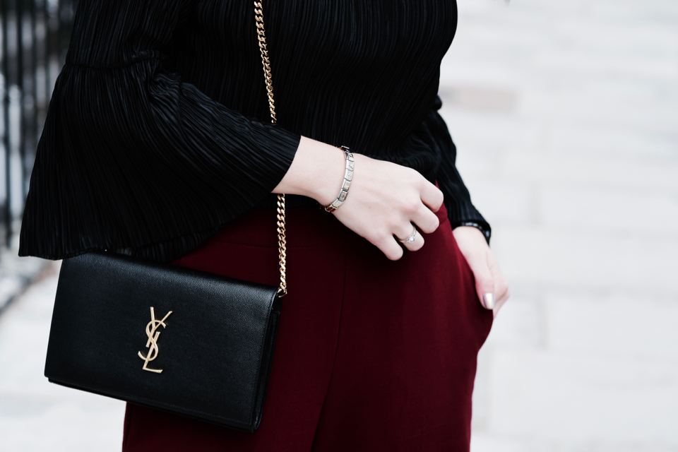 ysl-saint-laurent-bag-with-chain-monogram
