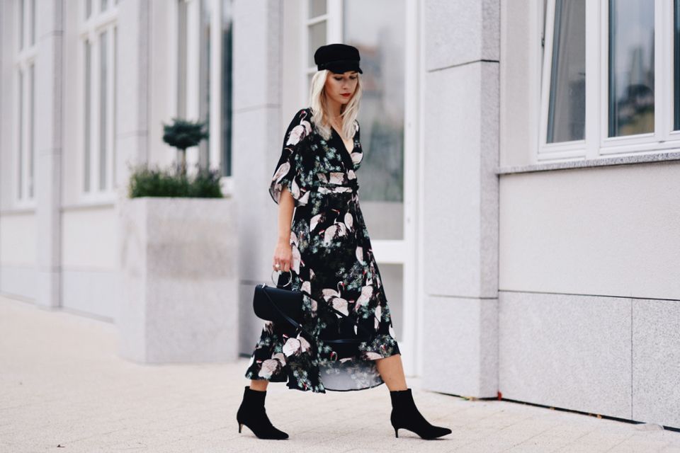 trend-alert-kimono-dress-baker-boy-cap-outfit-street-fashion-street-style