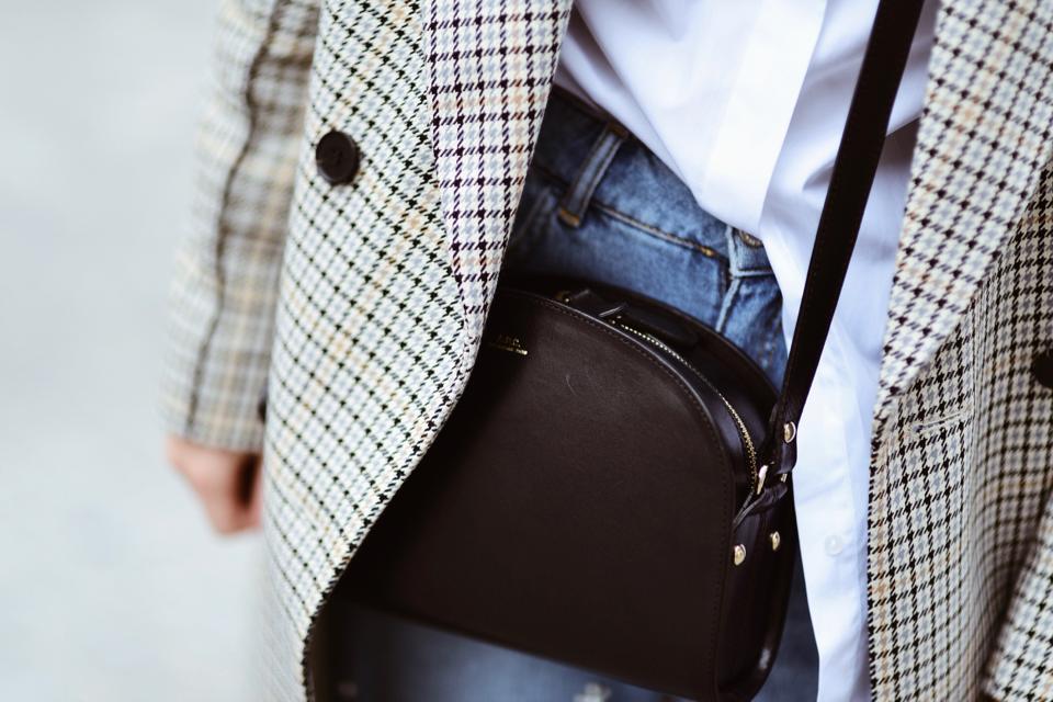 apc-paris-half-moon-bag-outfit-street-style-outfit