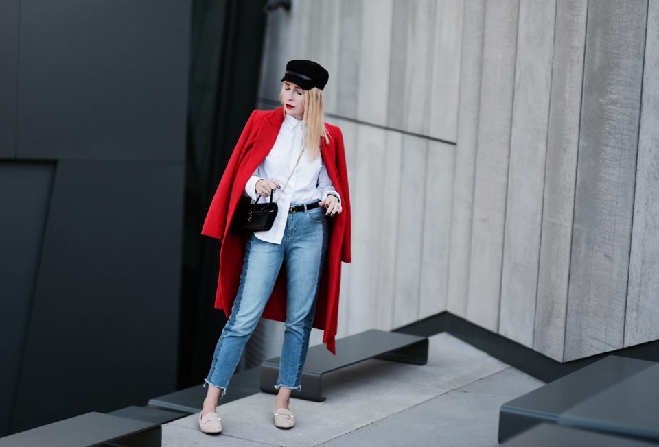 czerwony-płaszcz-stylizacja-do-czego-nosić