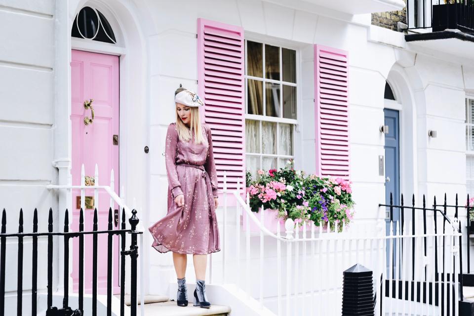 londyn-różowy-dom-różowe-okiennice-i-drzwi