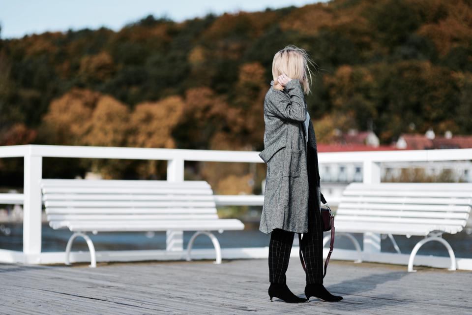 elegancki-strój-do-pracy-na-jesień
