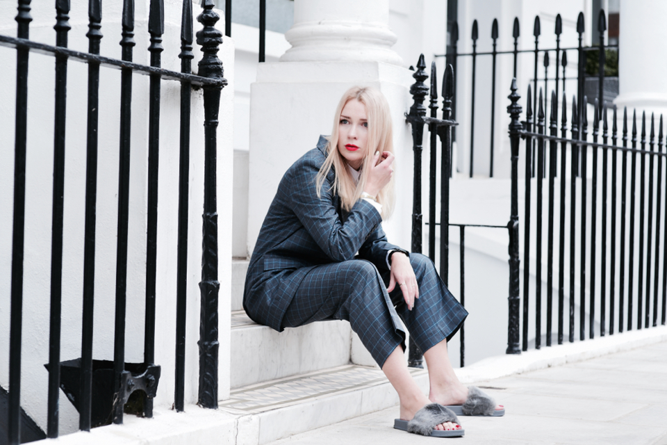 garnitur-damski-stylizacje-londyn-notting-hill-sesja