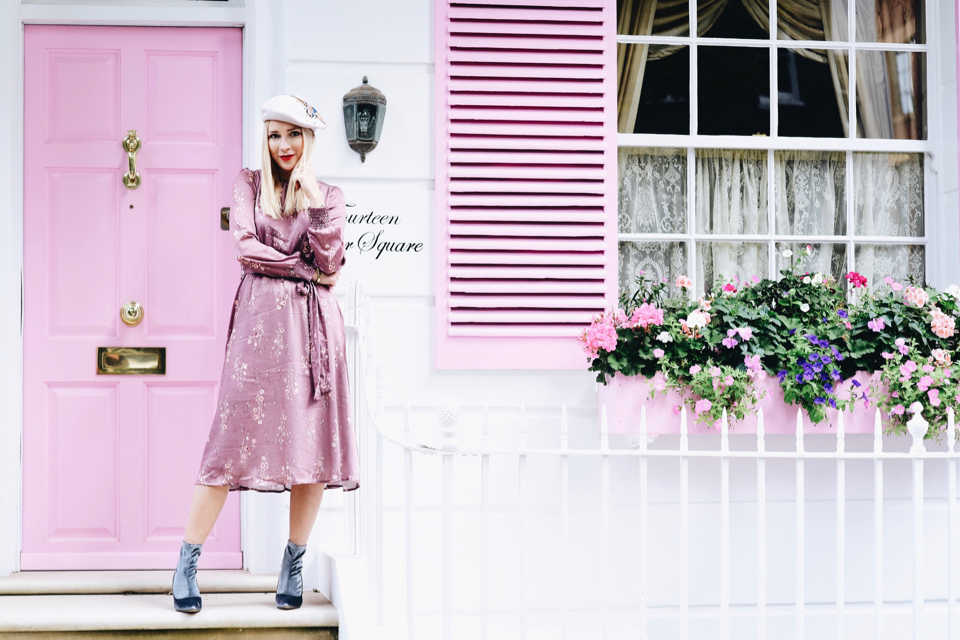różowa-sukienka-w-kwiaty-orsay-do-czego-nosić-stylizacja