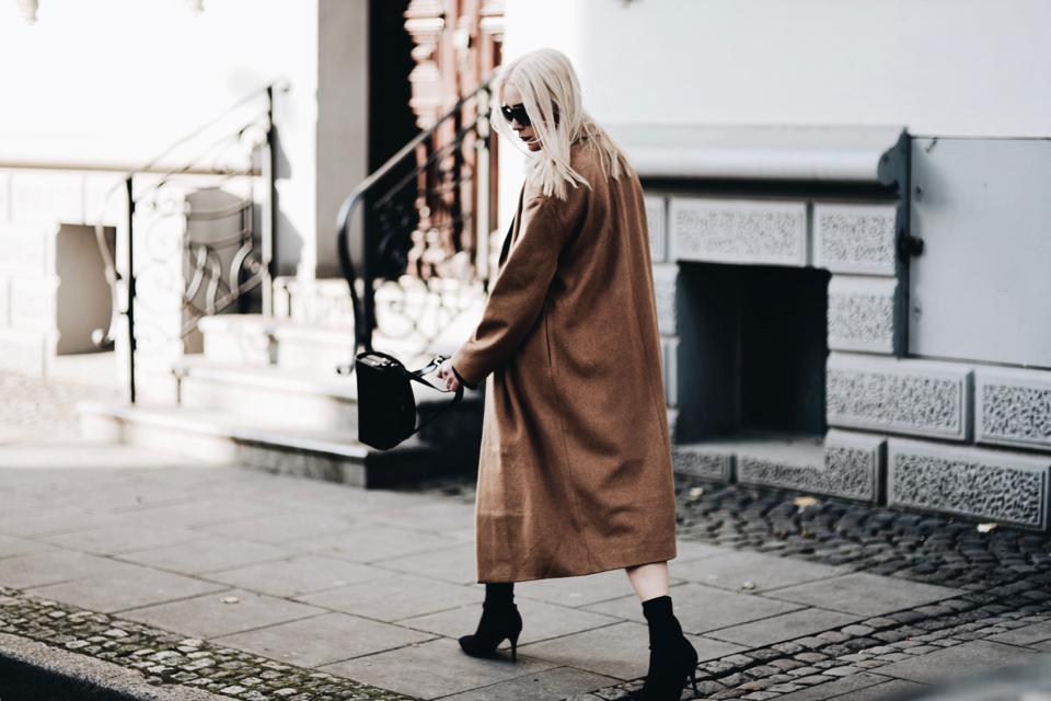 skarpetkowe buty stylizacja jak nosić do czego nosić