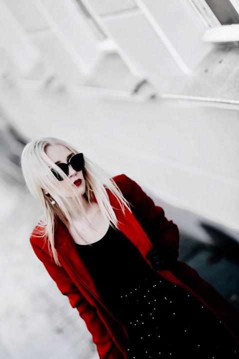 czerwony-płaszcz-stylizacja