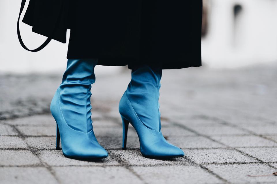 buty-ze-skarpetkową-cholewką-stylizacja