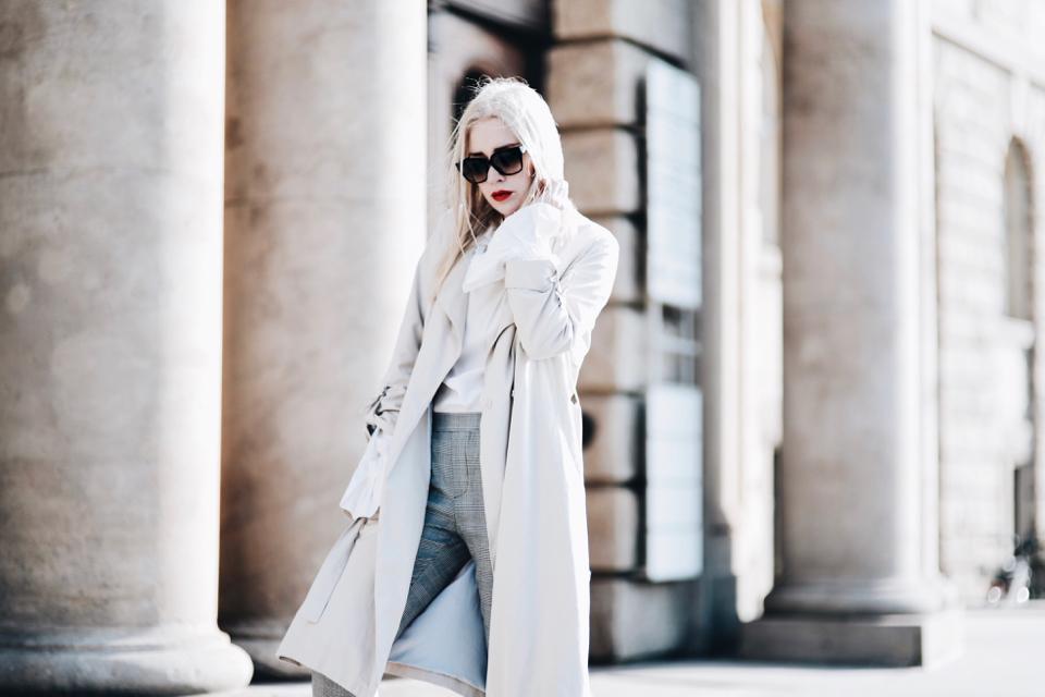 trencz-spodnie-w-kratę-biała-koszula-stylizacja-shiny-syl