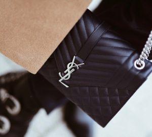 ysl saint laurent medium envelope bag navy dark blue outfit stylizacja z torebką torebka