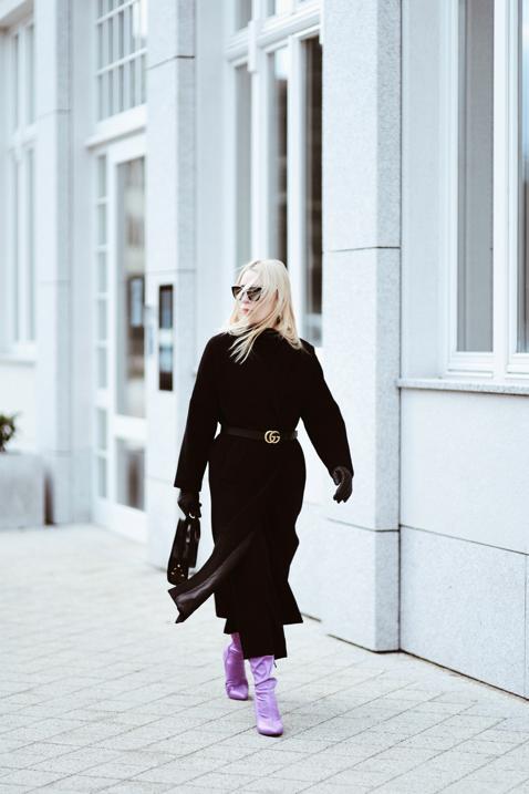 jak ożywić czarny płaszcz stylizacja