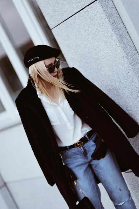 czarne-futerko-spodnie-boyfriend-beret-tiny-tattoo-biała-koszula-stylizacja