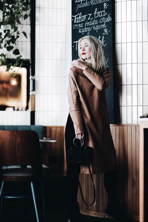 beżowa-tunika-risk-fuksiara-jak-nosić-do-czego-nosić-stylizacja