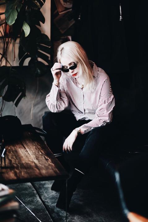jeansy-mom-koszula-z-dmuchanymi-rękawami-pasek-gucci-vintage-gucci-okulary-stylizacja