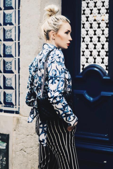 wzorzysta-koszula-portugalskie-kafelki-wólczanka-lambert-jak-nosić-stylizacja