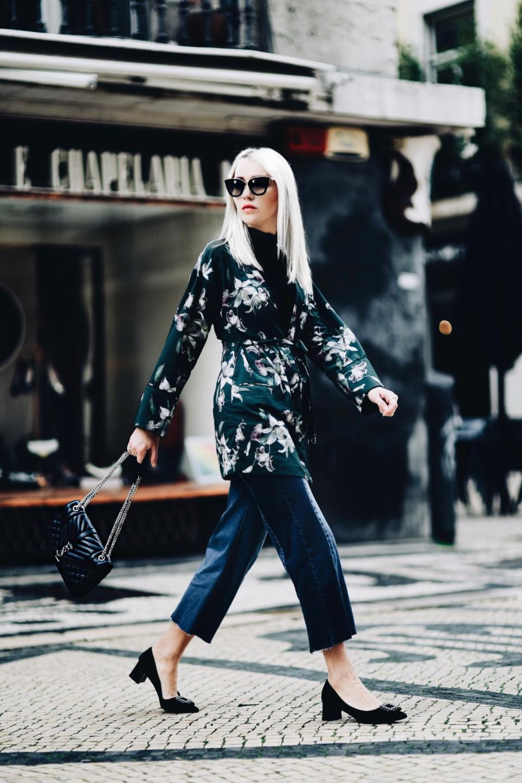 kimono-w-kwiaty-jeansowe-kuloty-golf-jak-nosić-stylizacja-stylizacje