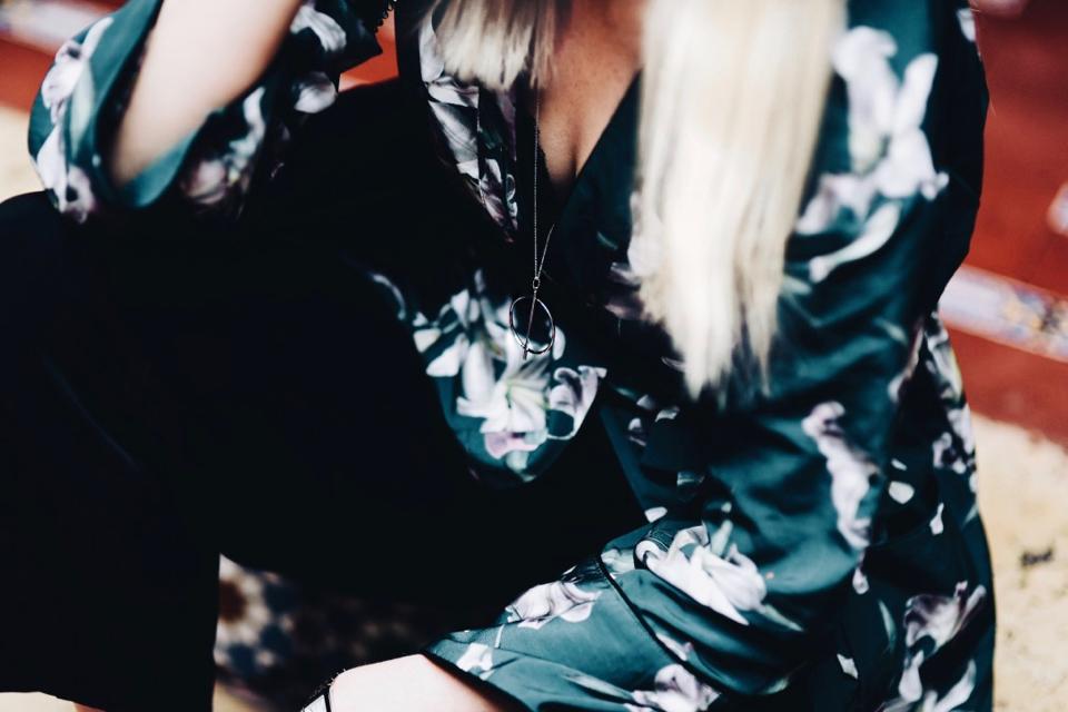 kimono-w-kwiaty-stylizacja-jak-nosić-sesja-lizbona