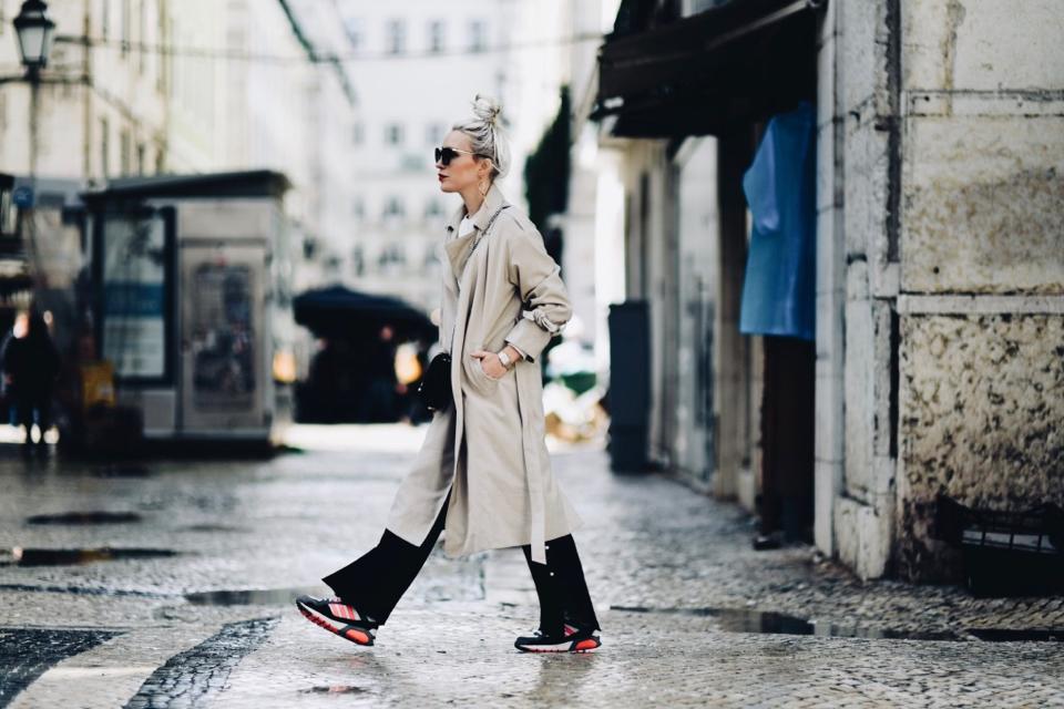 trend-na-masywne-buty-sportowe-moda-na-brzydkie-buty-stylizacja