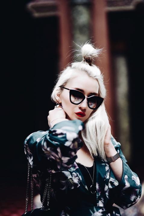 okulary-prada-blond-włosy-kok-z-połowy-włosów-fryzura-blog