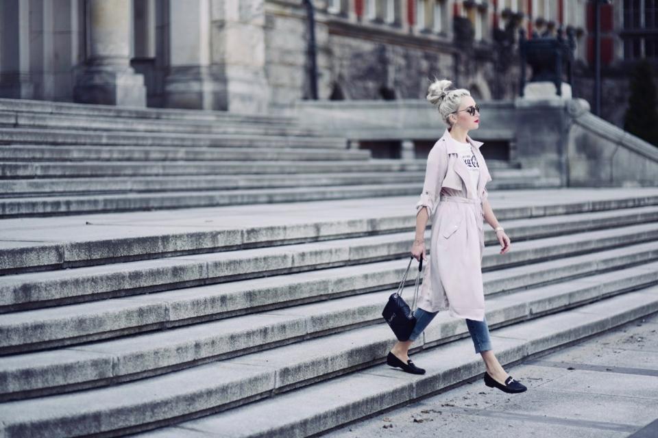 jasno-różowy-płaszcz-pastele-jak-nosić-do-czego-nosić-stylizacje-stylizacja