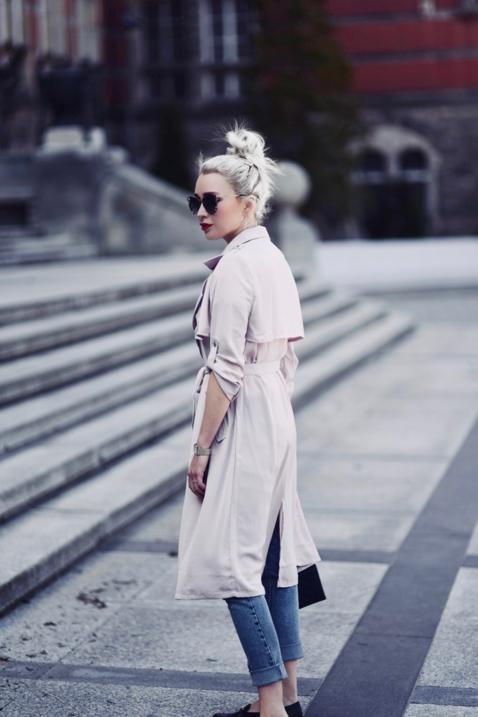 jasno-różowy-trencz-stylizacja-stylizacje-jak-nosić-do-czego-pastele-do-czego-pasują
