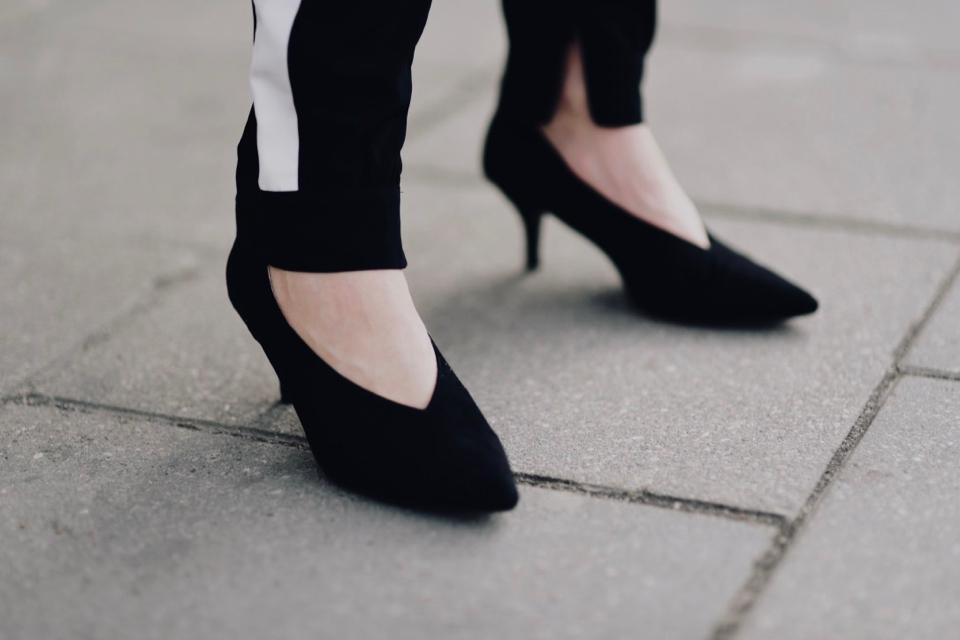 jakie-buty-pasują-do-spodni-z-lampasem-stylizacja