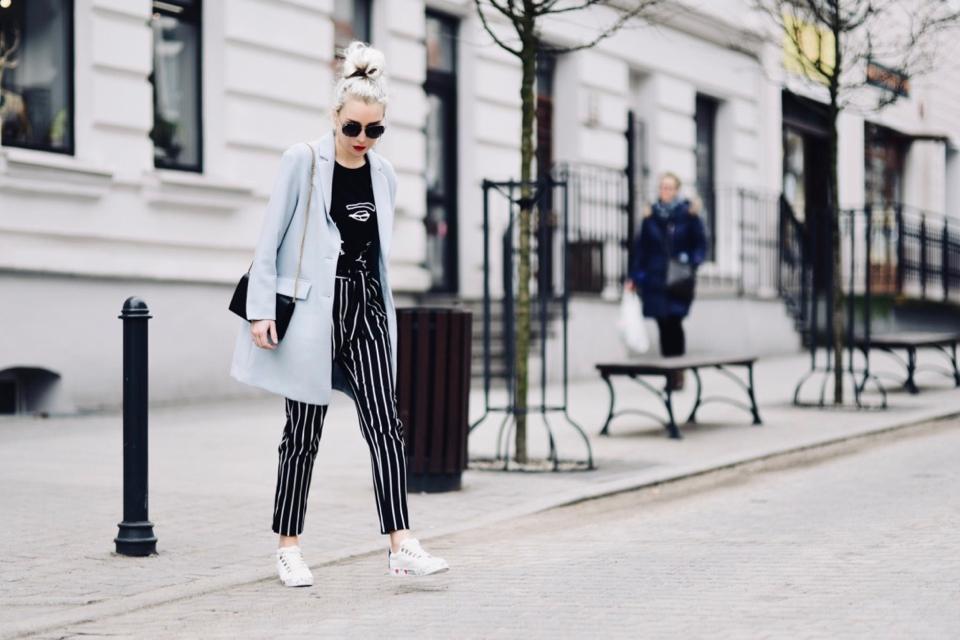 pastelowy-płaszcz-błęktiny-płaszcz-modne-pastele-jak-nosić-do-czego-nosić-stylizacje-stylizacja