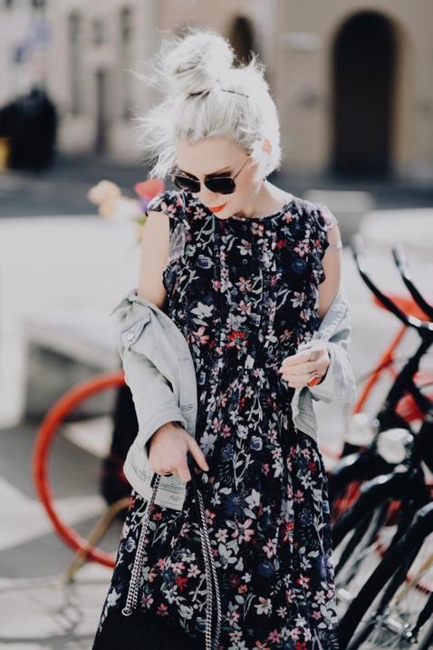 czy-katana-jeansowa-kurtka-pasuje-do-sukienki-jak-nosić-stylizacja