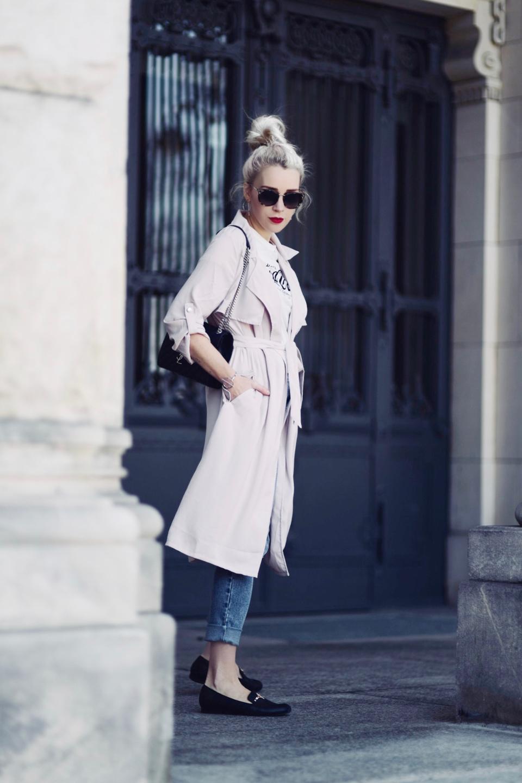 różowy-pastelowy-płaszcz-trencz-stylizacja-stylizacje-jak-nosić-do-czego-pastele-do-czego-pasują- płaszcz, który wyszczupla