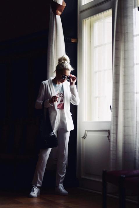 biały-garnitur-do-czego-nosić-jak-nosić-stylizacja-damski-garnitur