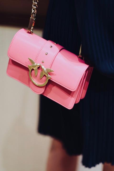 jaka-torebka-do-granatowej-sukienki-stylizacja