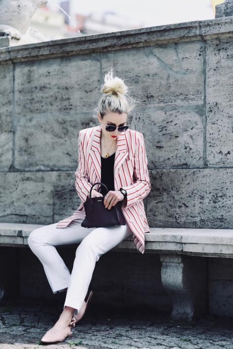 marynarka-w-paski-w-prążki-reserved-białe-spodnie-stylizacja-blog-o-modzie