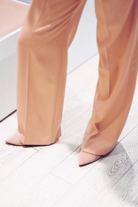 jakie-dodatki-do-pastelowych-ubrań-stylizacja