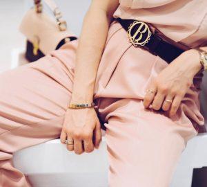 stylizacja-w-kolorze-różowym-pastele-jakie-dodatki-wybrać-stylizacja