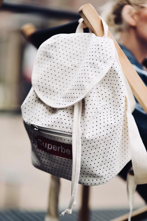 plecak-jak-nosić-na-co-dzień-stylizacje