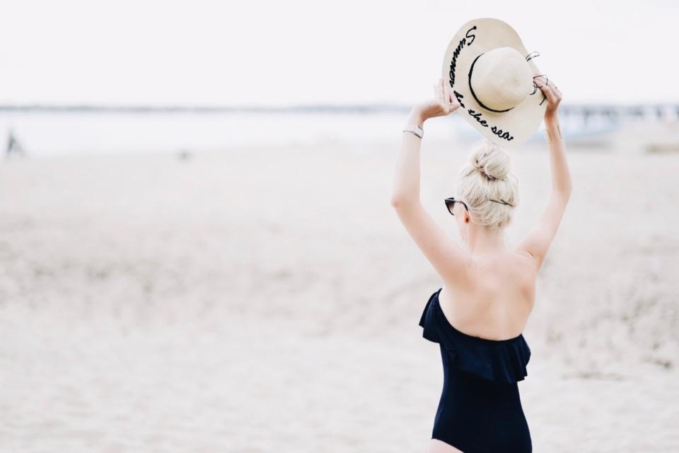 zatoka-sztuki-sopot-zdjęcia-blog-o-modzie-sesja-zdjęciowa-na-plaży