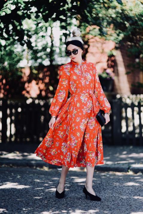 jaka-kolor-sukienki-na-wesele-zamiast-pasteli-stylizacja