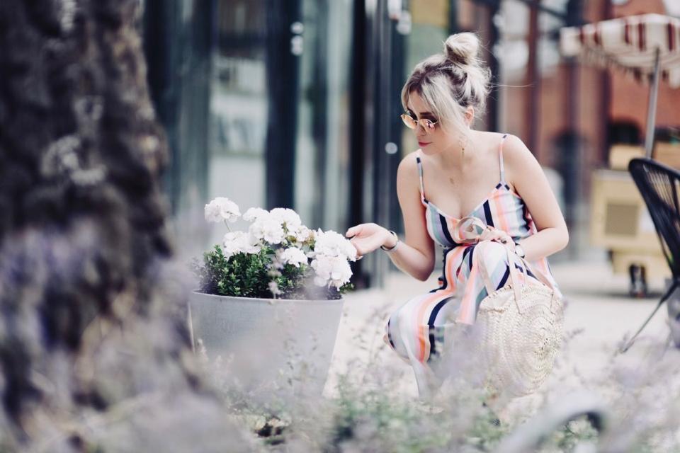 jak-się-ubrać-na-garden-party-na-imprezę-w-ogrodzie-poradnik-stylizacja