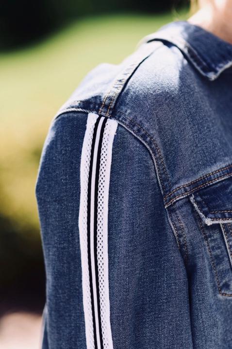 jeansowa-katana-z-lampasem-najmodniejsza-kurtka-sezonu