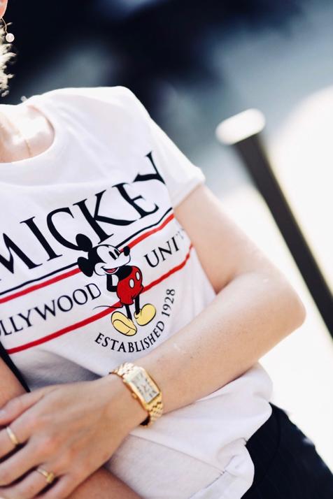 t-shirt-z-myszką-mickey-ubrania-z-myszką-stylizacja