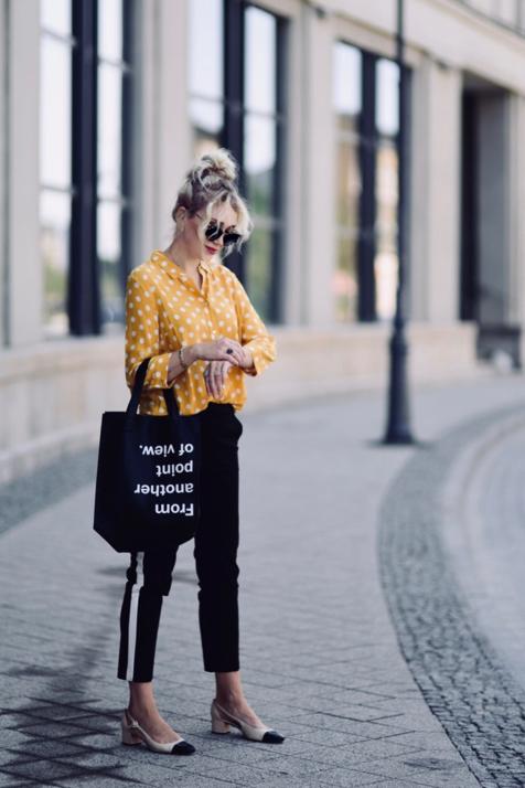 spodnie-z-lampasami-jak-nosić-do-czego-nosić-stylizacja