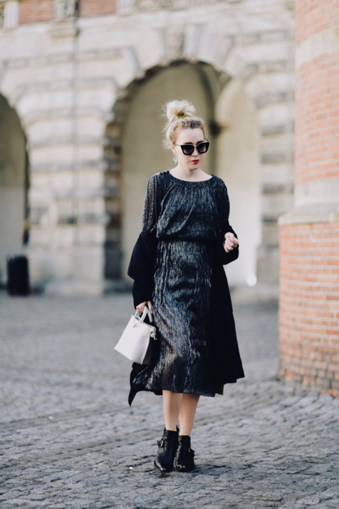 błyszcząca-sukienka-jak-nosić-do-czego-nosić-stylizacje-stylizacja