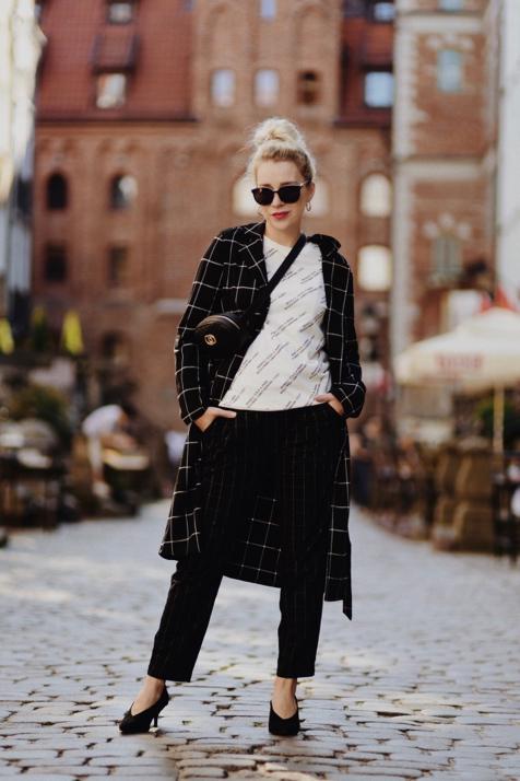 spodnie-w-kratę-stylizacja-jak-nosić-do-czego-nosić-blo