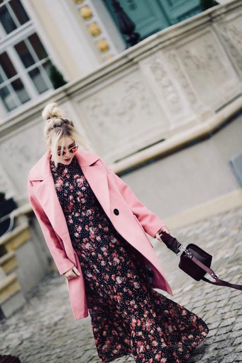 maxi-sukienka-w-kwiaty-orsay-do-czego-nosić-do-czego-pasuje-jak-nosić-jesienią