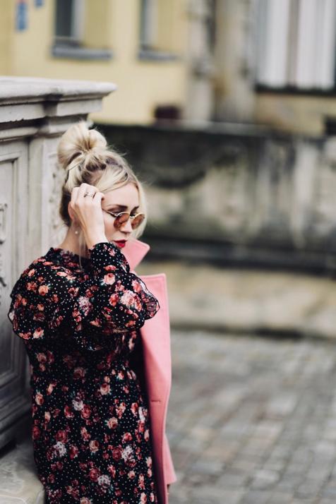 różowy-oversizowy-płaszcz-stylizacje-stylizacja-street-style-street-fashion