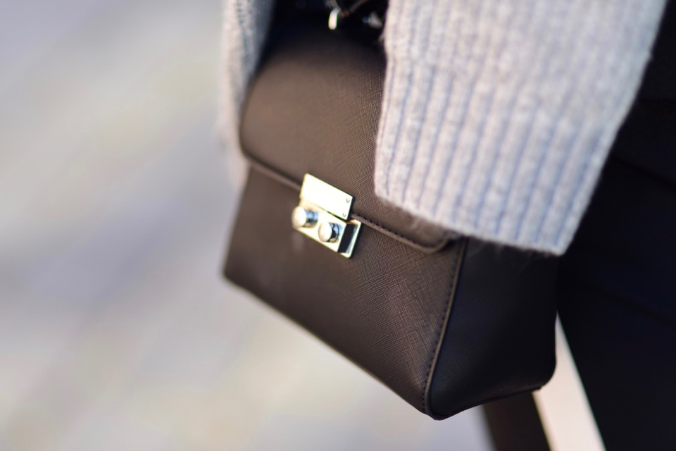 blog-o-modzie-blog-modowy-stylizacja-czarna-torebka-do-białych-butów
