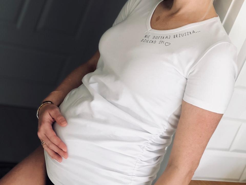 mimi-lulu-koszulka-ciążowa-t-shirt-ciążowy-ubrania-ciążowe-nie-dotykaj-brzuszka-dziecko-śpi