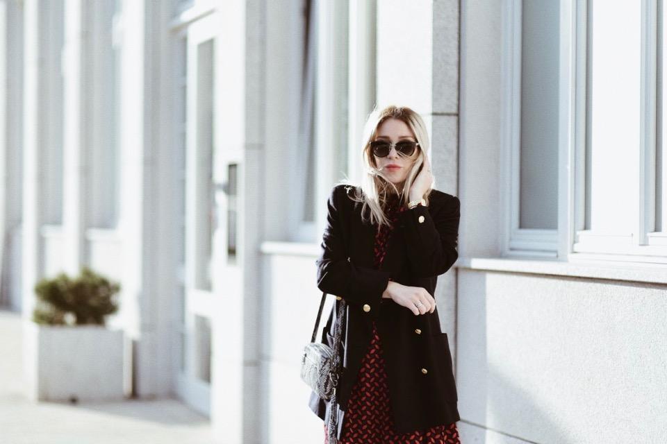 stylizacja-na-jesień-blog-o-modzie-sylwia-zaręba-gierz-sukienka-we-wzory-reserved-pasek-gucci