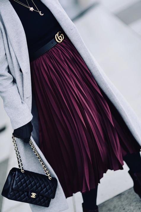 torebka-chanel-flap-bag-medium-caviar-pasek-gucci-plisowana-spódnica-szary-płaszcz-stylizacja