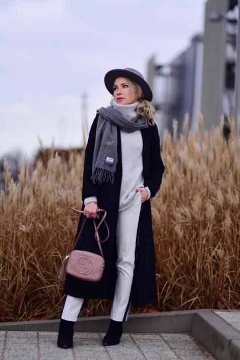 białe-spodnie-czarne-botki-czarny-płaszcz-torebka-gucci-soho-kapelusz-stylizacja-zimowa-stylizacje